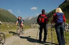 Magie des Gehens in charmanten Wanderbetrieben in Tirol und ganz Österreich spüren